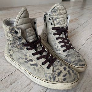 Kenneth Cole distressed leather fashion sneakers